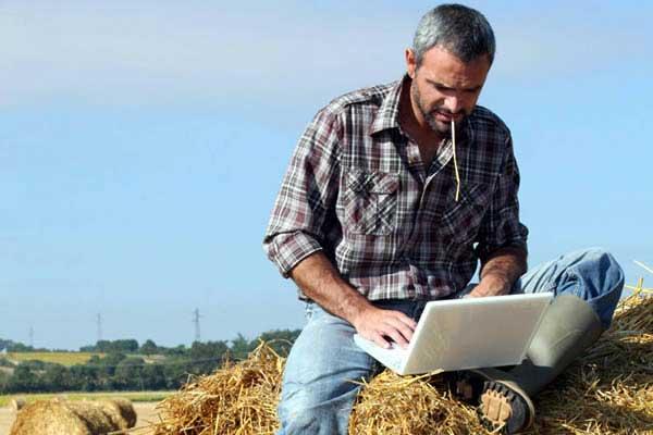 Πάνω από 60.000 αγρότες θα έχουν καλύτερη πρόσβαση στο διαδίκτυο έως το τέλος του χρόνου