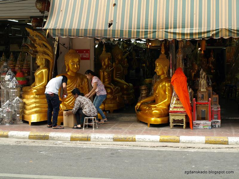 Bangkok - Kup pan Buddę