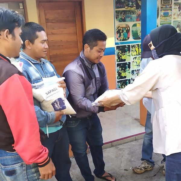 Menebar Kebaikan: Berbagi Beras SAPAGA di tengah Pandemi Corona