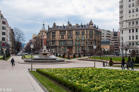 Plaza Moyua y palacio Chavarri. Bilbao