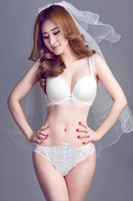 Vợ cũ Hồ Quang Hiếu mặt xinh vú khủng