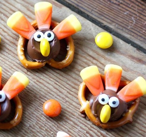 Adorable Candy Pretzel Turkey Bites #desserts #thanksgiving