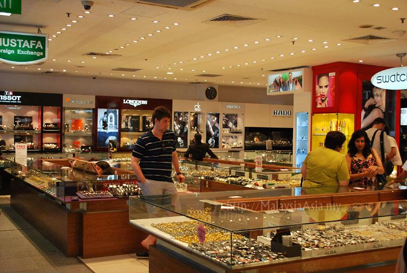 Mustafa 24 Hour Shopping Center in Singapore - Malaysia Asia