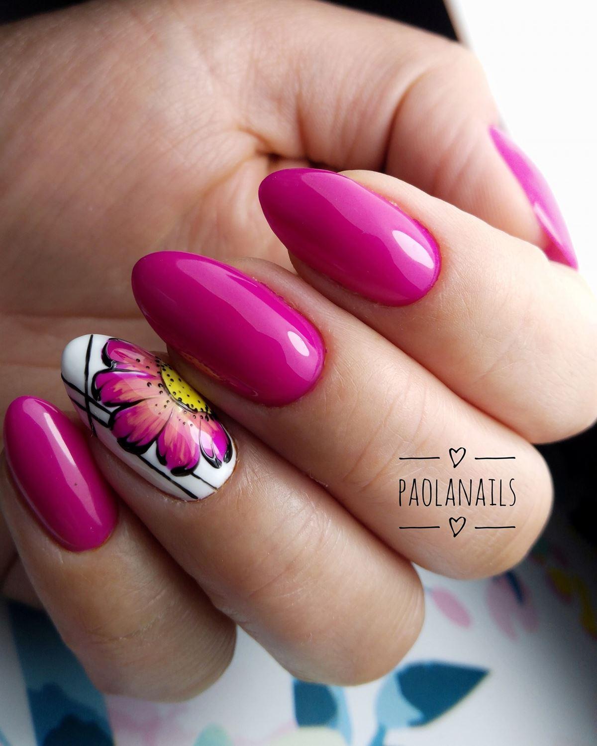 różowe paznokcie z kwiatkiem