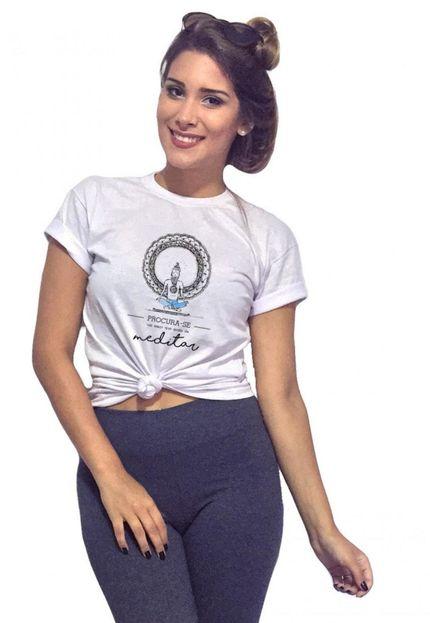 T-Shirt Feminina com Caimento Reto e Gola Careca