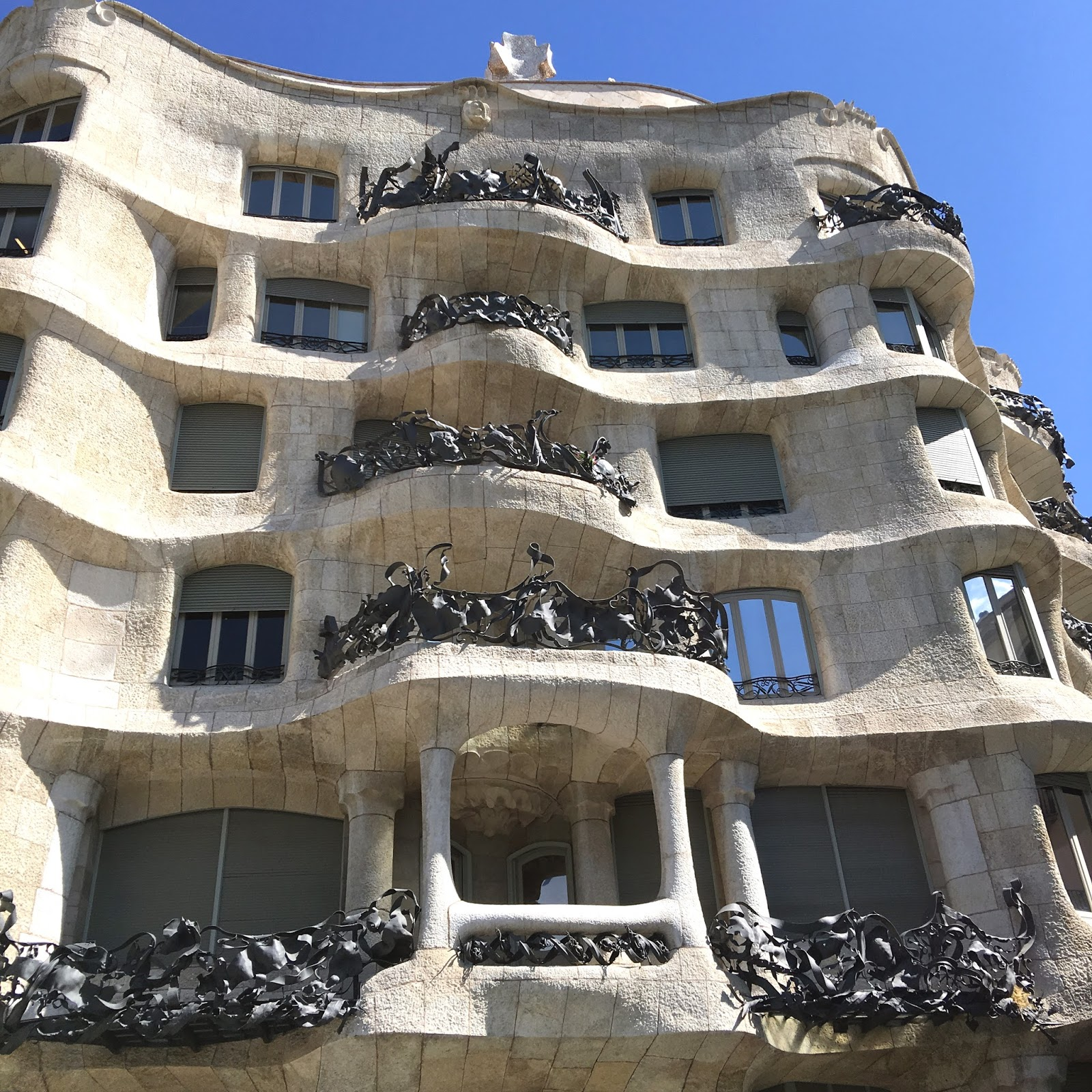 Casa Mila: Idiosyncratic Fashionistas: Jean's Excellent Spanish Adventure