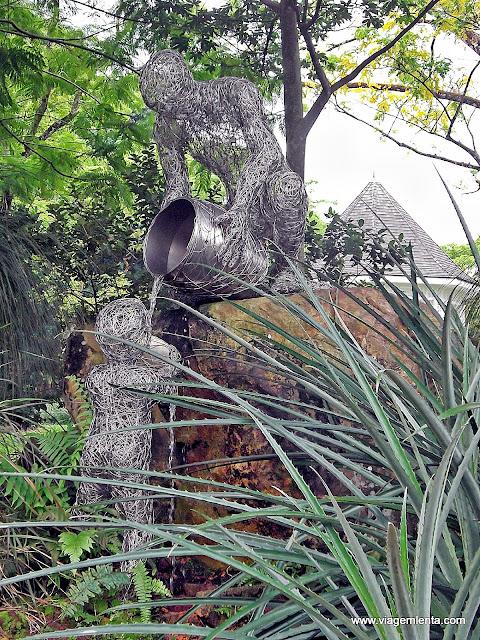 Escultura no belíssimo Jardim Botânico