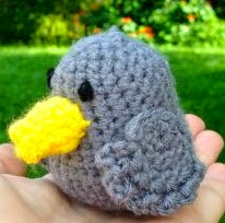 http://translate.google.es/translate?hl=es&sl=en&tl=es&u=http%3A%2F%2Fbellusthreads.com%2F2013%2F10%2F06%2Fbird-amigurumi-free-pattern%2F
