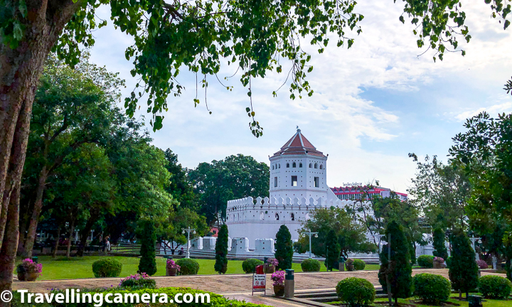 While walking around Bangkok city of Thailand, we came across this beautiful place called Phra Sumen Fort, which is one of the remaining original forts that guarded the city of Rattanakosin. This fort is located on the bank of Chao Phraya River and surrounded by beautiful park. This post shares more about Phra Sumen Fort and other interesting things to do around this place along with some interesting tips to make this visit special.