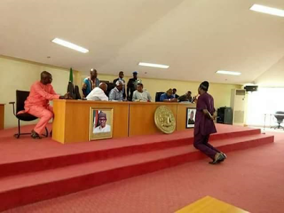 Benue lawmaker Kneeling down to apologise to Governor Ortom