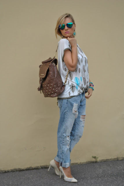 jeans e tacchi come abbinare jeans e tacchi jeans and heels outfit jeans boyfriend strappati come abbinare i jeans strappati outfit luglio 2016 outfit estivi ripped boyfriend jeans how to wear ripped jeans mariafelicia magno fashion blogger colorblock by felym summer casual outfit