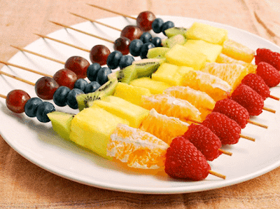 تعرفي على عديد الوجبات الخفيفة : السلطة بالبيض ، الجبن مع البطيخ ، الخضروات مع التوست والبابا غنوج