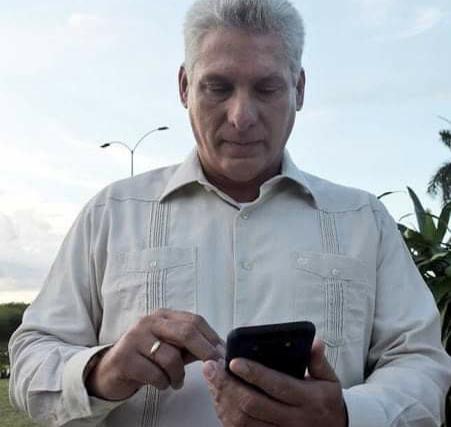 """Díaz-Canel: """"Los $800 de mi doctorado son para pagar la corriente"""""""