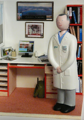 Maqueta médico hospital, regalo de jubilación