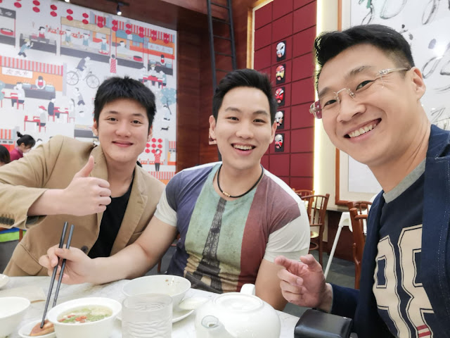 Alaric Ong with Samuel Ong and Chris Chan