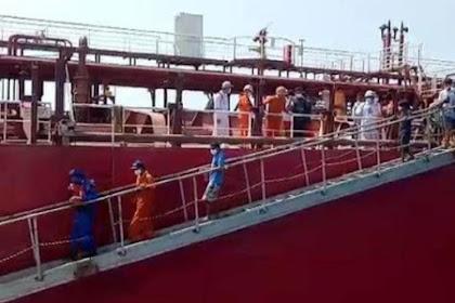 Kapal Terbakar DiLaut Jawa,16 Nelayan Yang Selamat  Sudah Dievakuasi