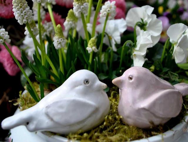 Selbstgemachte Vögelchen aus Ton
