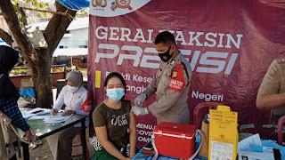 Polres Gowa Melakukan Kegiatan Vaksin Secara Gratis di Pasar Manasa Maupa.
