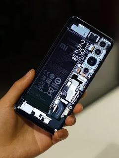 Ketua Xiaomi Lei Jun menggoda Mi 10 dengan punggung transparan