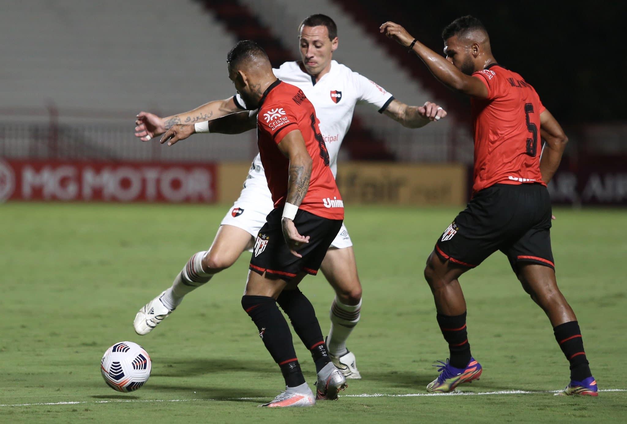 Newell's sigue sin ganar en Brasil pero al menos rescató un empate ante Goianense