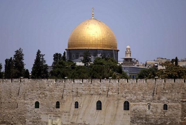 Warga Israel Terobos Paksa Masjid Al-Aqsa