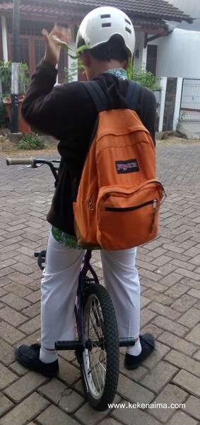 http://www.kekenaima.com/2016/08/keke-dan-transportasi-pulang-sekolah.html