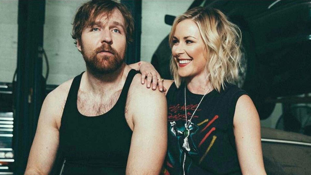 Renee Paquette e Jon Moxley revelam o sexo de seu bebê