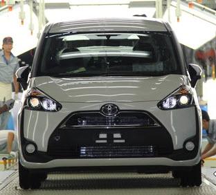 Sienta Merosot, Toyota Andalkan Veloz Dan Rush