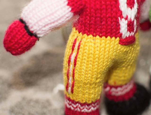 Stitchnquilt: More New Knit Dolls