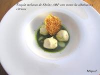 Ñoquis melosos de Sbrinz AOP con zumo de albahaca y cítricos