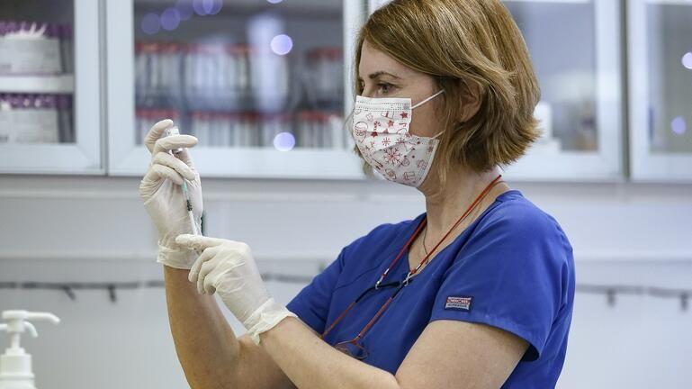 Ποιοι θα έχουν εμβολιαστεί έως τον Μάρτιο: Ανοίγει η πλατφόρμα των ραντεβού