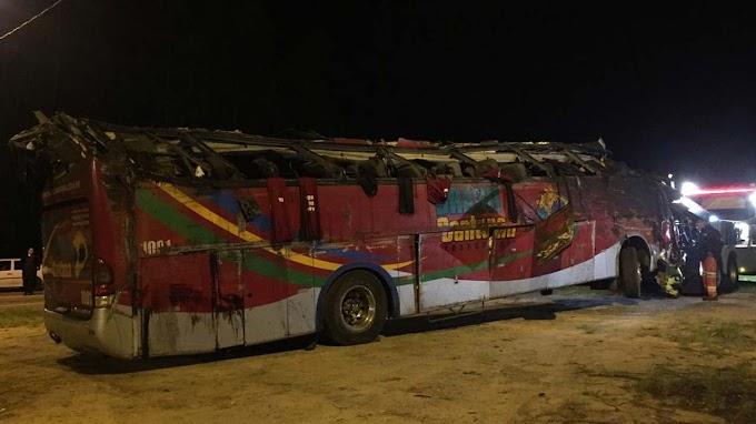 Acidente com ônibus de turismo deixa 10 mortos e 51 feridos em SP