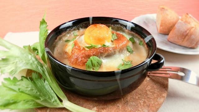 セルリー(セロリ)入りオニオングラタンスープのレシピ