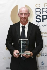 Photo of Gareth Thomas with 2015 award
