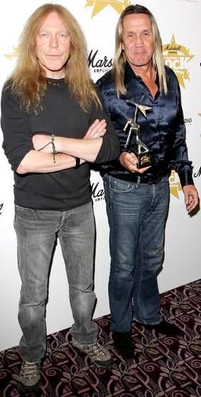 Foto de Nicko McBrain con su amigo