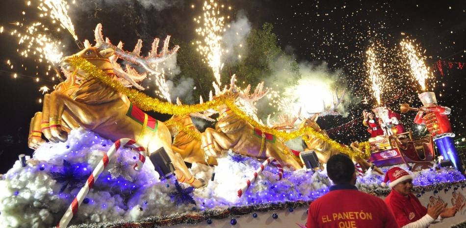 Desfile Navidad Maravillosa se realizó el sábado 9 de diciembre con la participación de 82 empresas