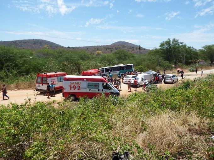 Ônibus que voltava com sulanqueiros do Moda Center se envolve em acidente próximo a Pão de Açúcar