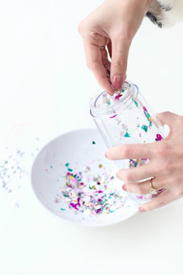 DIY floating glitter tumbler - Ioanna's Notebook