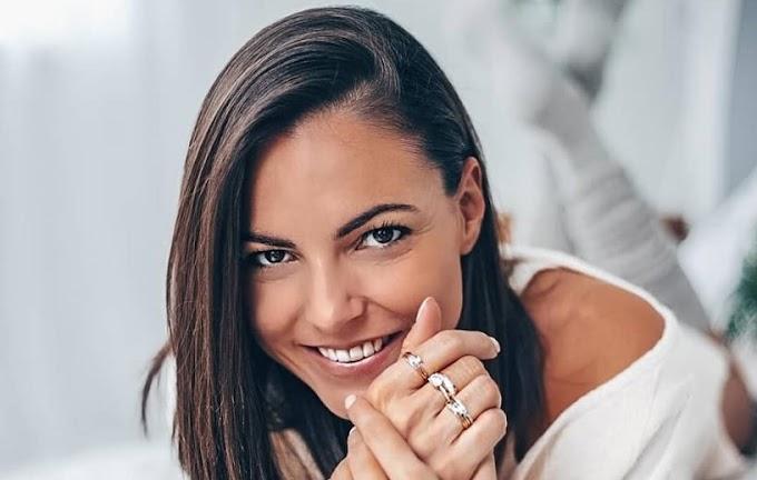 Szexi fotóval, egy szál blúzban üzent a TV2 csinos műsorvezetője