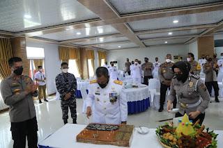 Di Hari Jadi ke-76 TNI AL, Waka Polda Sumut Berikan Suprise Kepada Danlantama I