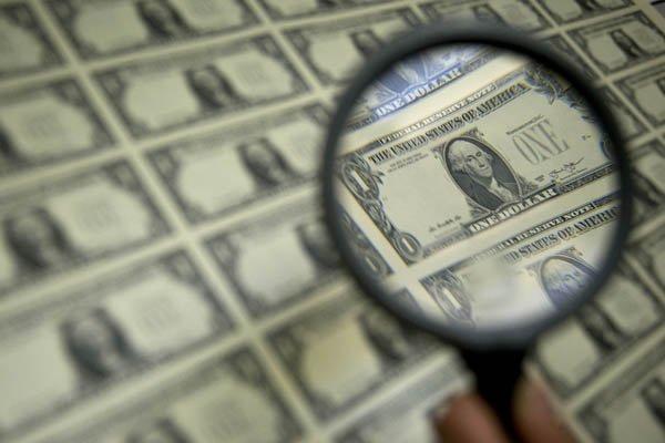 Precio del dólar recorta ganancias