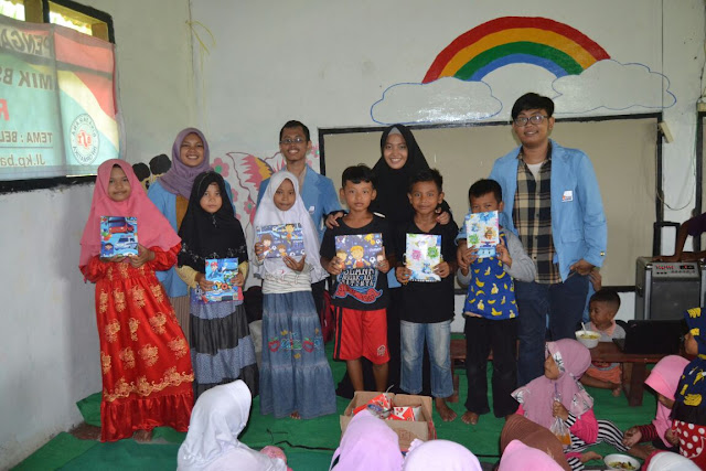 Mahasiswa Prodi Teknik Informatika STMIK Nusa Mandiri Baksos Di Rumah Pelangi