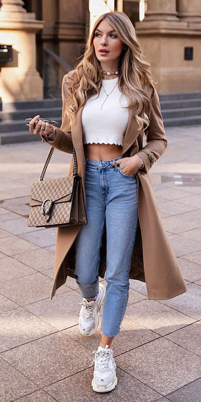 Looking for casual winter outfits? Consider these 23 Fabulous Winter Outfits To Get You Through The Season with Style. Fashion for Women via higiggle.com | Crop top with trench coat and jeans | #winteroutfits #fashion #coat #jeans