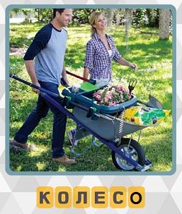 600 слов мужчина с тачкой на колесе перевозит садовый инвентарь 15 уровень