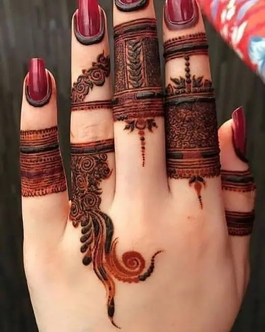 fingers-henna-pattern