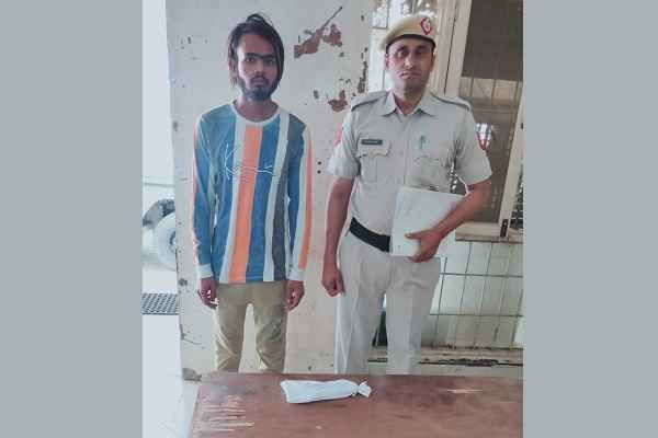 faridabad-crime-branch-central-arrested-accued-with-illegal-weapons-news