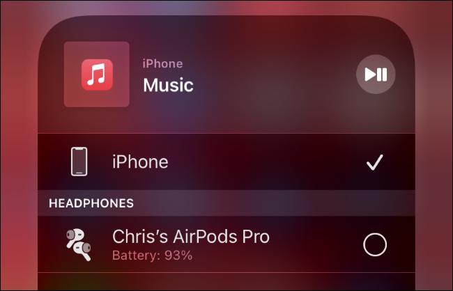 توصيل AirPods بجهاز iPhone.