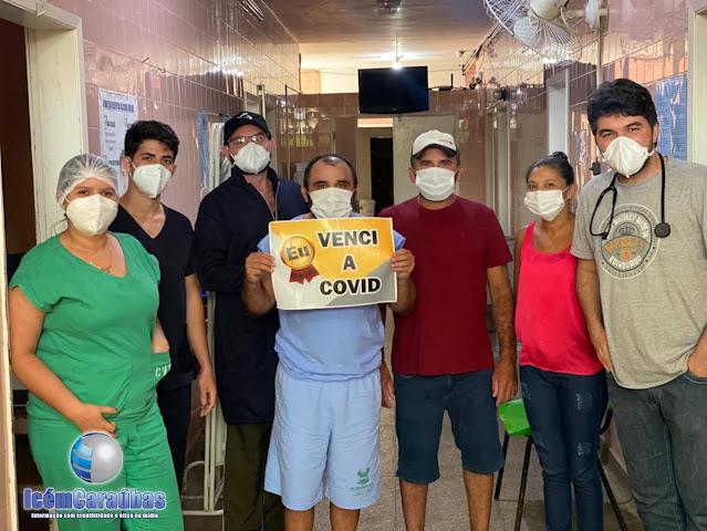 Homem de 43 anos tem alta no Hospital de Caraúbas após vencer a covid-19