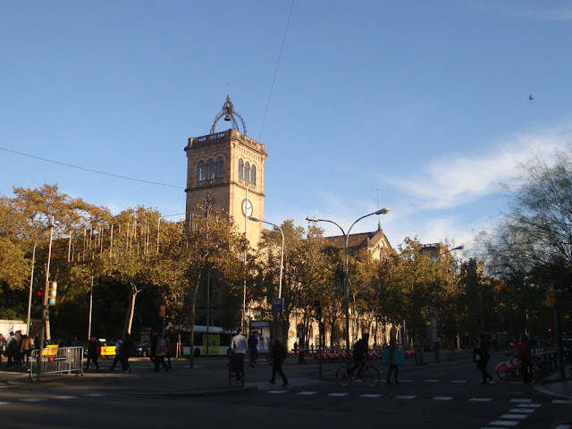 Praças para curtir Barcelona - Plaça de la Universitat