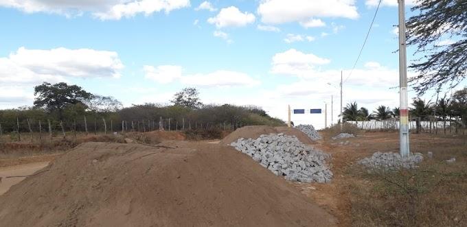 Obras de Pavimentação próximo ao conjunto Neném de Paula Arruda tiveram início nessa segunda-feira
